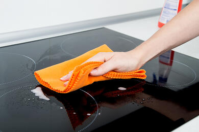 Hand-cleaning-induction-stove
